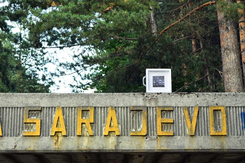 dono d'arte abbandonato all'arrivo della pista di bob a sarajevo