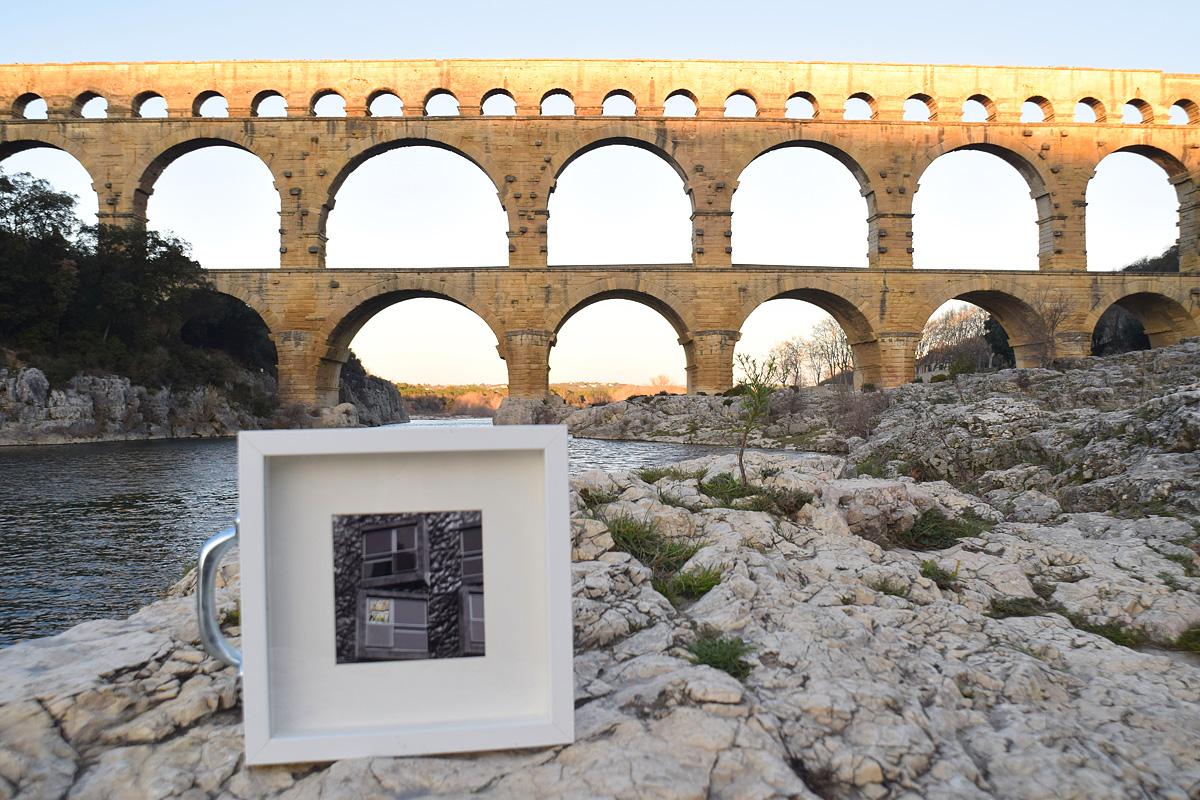 quadro abbandonato sotto il pont du Gard