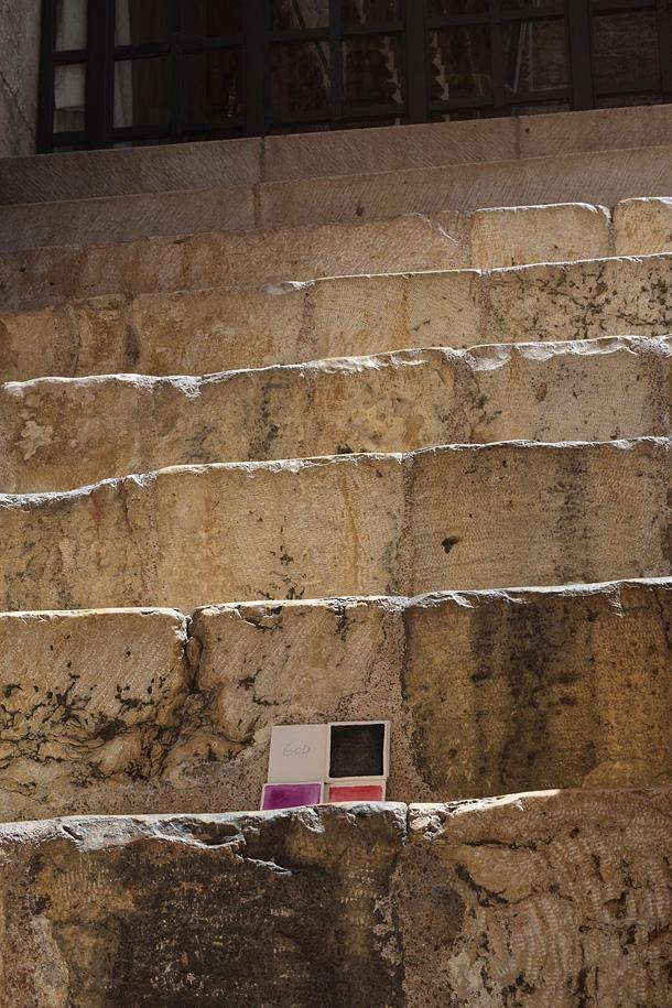 un dono d'arte è stato abbandonato sulle scale del Santo sepolcro a Gerusalemme
